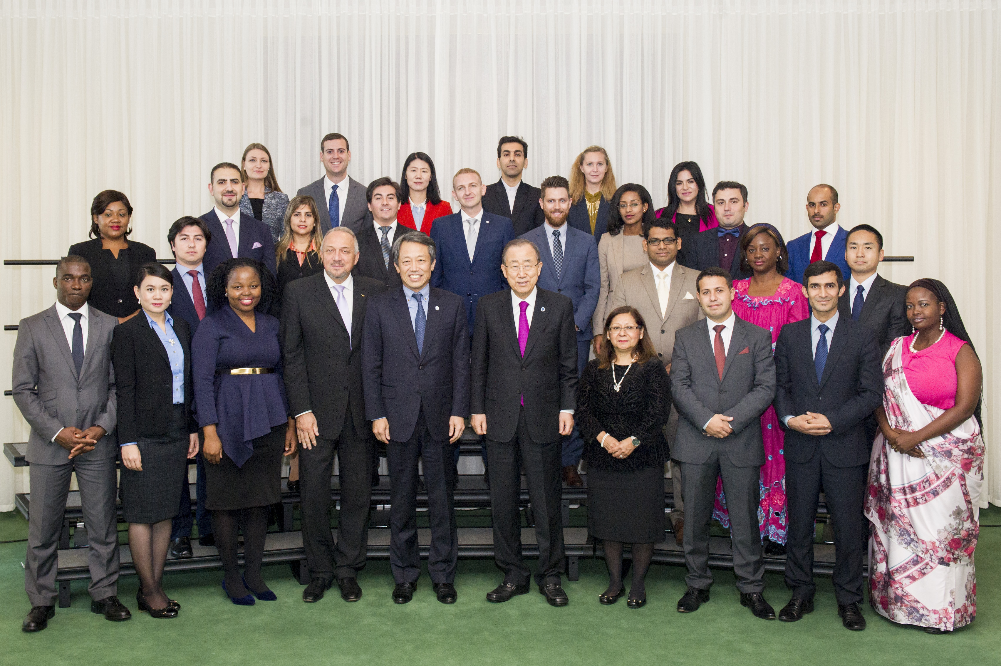 Secretary General Ban Ki-moon with 2016 United Nations Disarmament Fellows
